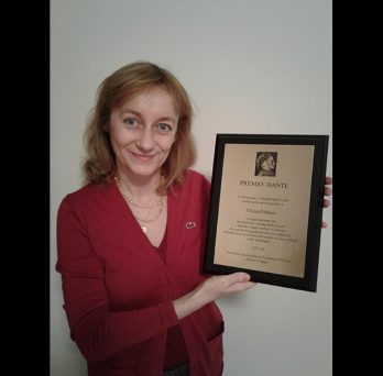 Chiara Fabbian poses with her Dante Award plaque